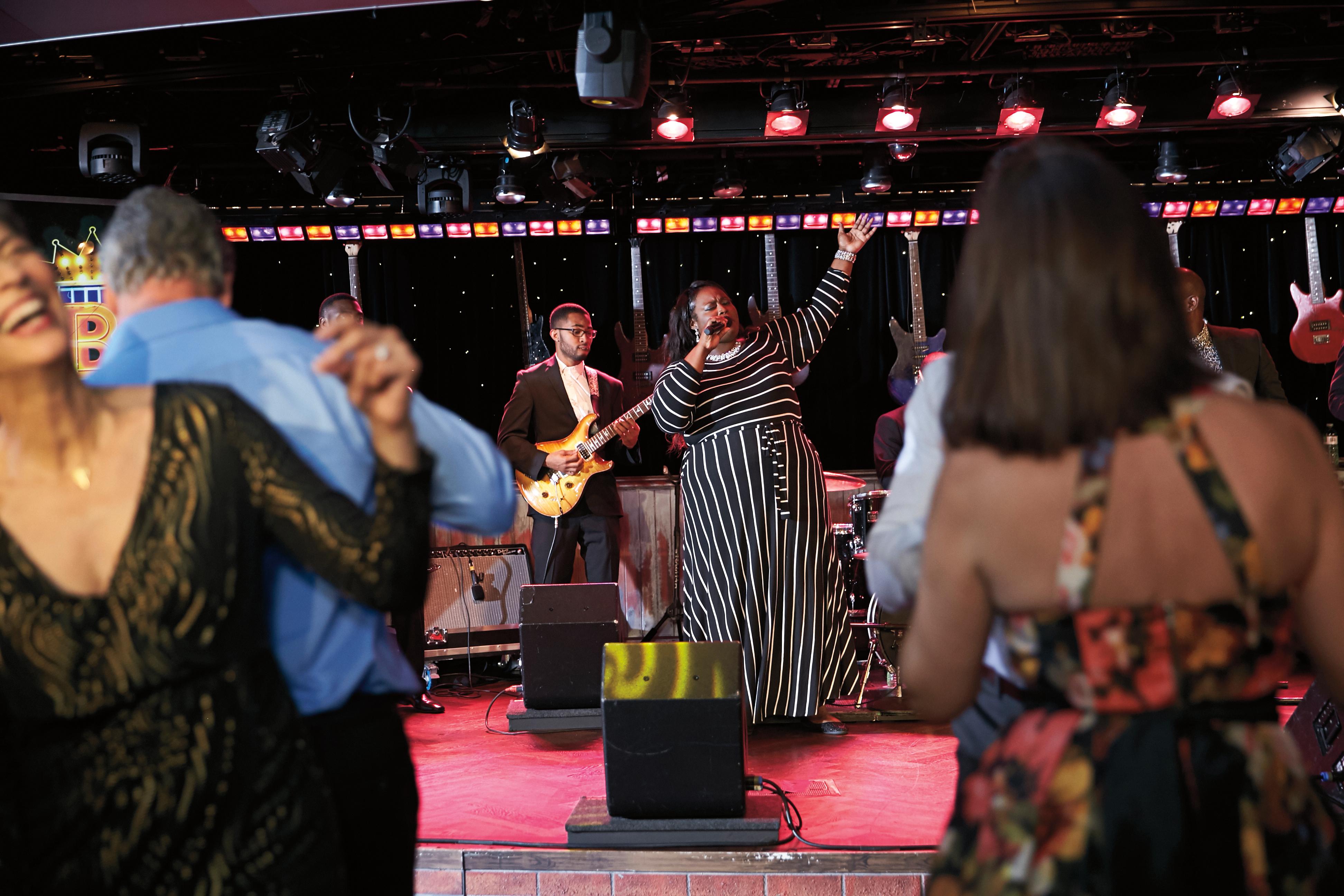 B.B. Kings Blues Nightclub - The Queens Lounge becomes a bit f Memphis at Sea.